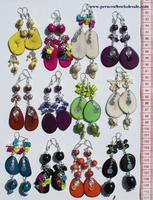 Pendientes de tagua y perlas de color