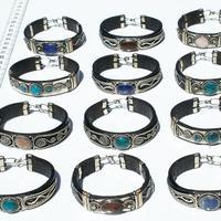 Armbänder aus Leder, Metall