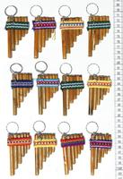 Chaveiros com instrumento musical